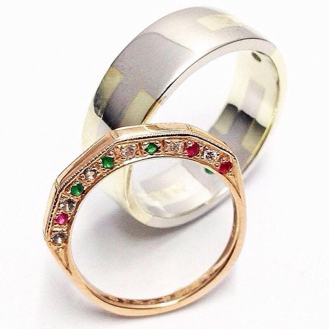 Diamond  and gold wedding ring photo at studio Rui & Aguri Fine Jewelry